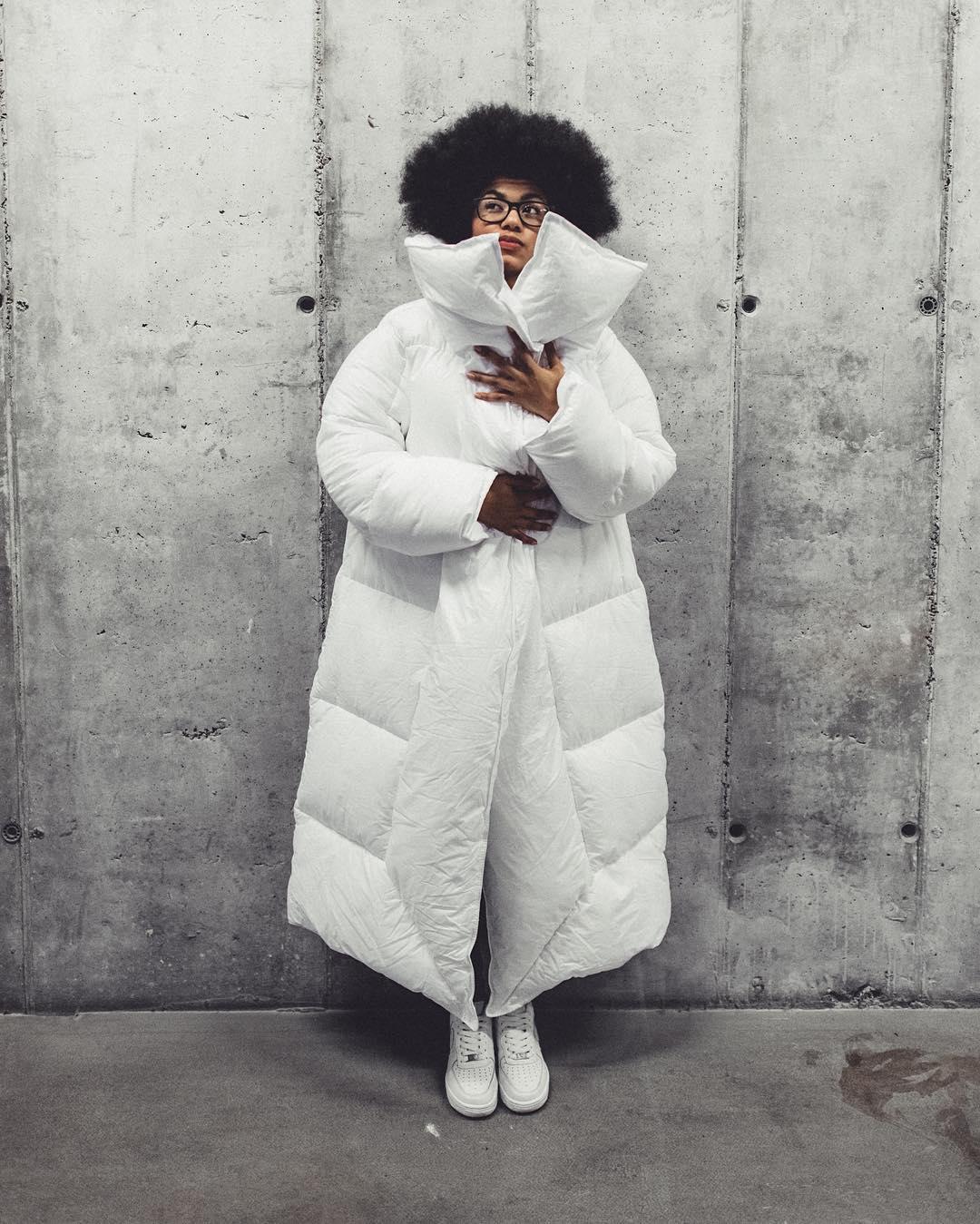 zhenskie-kurtki-zima-2018-6 Модные женские куртки на сезоны осень, зима, весна 2018 - 2019! Тенденции, новинки, 115 фото%obz